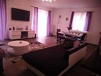 Obývák s jídelnou - pronájem apartmánu Tisovec