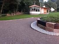 Příjezdová cesta - chata ubytování Horní Staré Buky