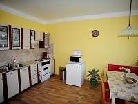 Kuchyň - plně vybavená (mj. kávovar, rychlovarná konvice, kráječ na chleba atd.)