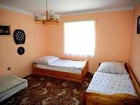 Ložnice č. 1 (celkem 6 postelí ve 2 ložnicích)
