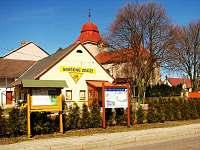 Na návsi obce - Velký Vřešťov, cca 800 m od chalupy, kostel, obchod