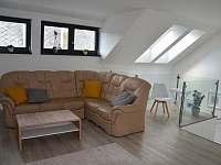 Obývací pokoj - apartmán k pronájmu Skuteč
