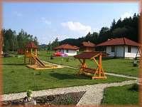 v pozadí chata č. 9 a č 8. - ubytování Svojanov