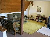 Obývací prostor v 1. patře - chalupa k pronajmutí Vižňov
