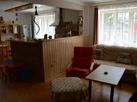 obývací pokoj - chalupa k pronájmu Rtenín