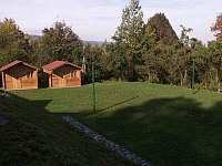 Hřiště a sruby - chatky k pronájmu Náchod