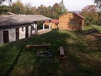 Ohniště a objekt kuchyně s jídelnou, společ. místností a sociál. zařízením - chatky ubytování Náchod