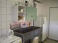 Vybavení kuchyně - chatky k pronajmutí Náchod