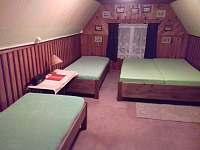 Podkrovní čtyřlůžková ložnice - chata k pronájmu Seč - Ústupky