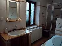 Spodní koupelna s WC - Hvězda u Kuksu