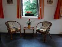 Pohled ze společenské místnosti - chalupa ubytování Jívka u Adršpachu