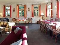 Společenská místnost - panorama - chalupa k pronájmu Jívka u Adršpachu