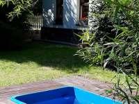 Zahrada s bazénkem - chalupa k pronajmutí Jívka u Adršpachu