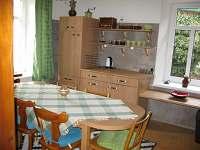 Kuchyně - posezení - chalupa k pronajmutí Rýdrovice