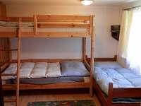 druhá ložnice ,3x lužko + uložná skříňka
