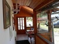 vstupní veranda s posezením