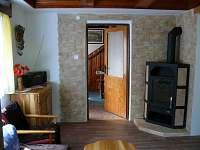 krbová kamna v obývacím pokoji - chalupa ubytování Jarošov
