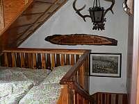 manželská postel na pavlači - pronájem chalupy Jarošov