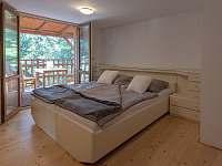 Ložnice v patře č. 1 = manželská postel