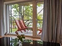 Posezení na terase - pronájem apartmánu Hradec Králové