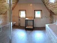 Koupelna v prvním patře - pronájem chalupy Česká Metuje