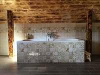 Koupelna v prvním patře - vana - Česká Metuje