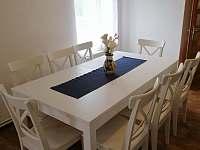 jídelní stůl - chalupa ubytování Božanov
