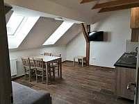 Apartmán -kuchyně,jídelní stůl - Karle