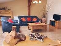 obývací pokoj - chalupa k pronájmu Božanov