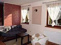 obývací kout - přistýlka - chalupa k pronajmutí Provodov-Šonov