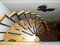 schodiště do ložnice - chalupa k pronájmu Provodov-Šonov