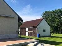 Pohled z terasy na garáž - Vyžice - Slavkovice