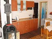 kuch. linka a dveře do koupelny - chata ubytování Rybník