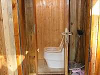 separační WC v přízemí - chata k pronájmu Rybník