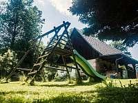 Dětské hřiště se skluzavkou - pronájem chalupy Stárkov - Bystré