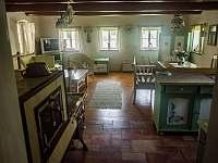 Velká místnost pohled ode dveří - chalupa k pronájmu Stárkov - Bystré