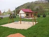 Dětské hřiště u tenisového kurtu