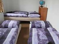 Menší ložnice s přistýlkou