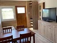obývací část s TV - apartmán k pronájmu Lohenice u Přelouče