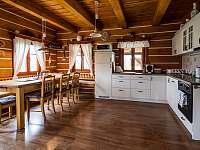 Kuchyň a jídelna - pronájem chalupy Velké Petrovice