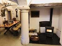 hala s klenutými stropy - chalupa ubytování Vernéřovice