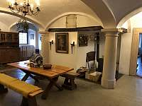 hala s klenutými stropy - chalupa k pronájmu Vernéřovice