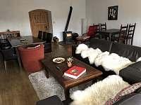 obývací pokoj - chalupa k pronajmutí Vernéřovice