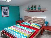 Dvoulůžkový pokoj s manželskou ložnicí - apartmán k pronájmu Libečov