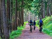 Okolí je protkáno mnoha cyklistickými stezkami - Libečov