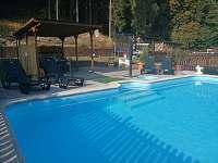 venkovní bazén - pronájem rekreačního domu Hronov