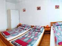 1.pokoj- 3postele - rekreační dům k pronajmutí Hronov