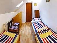 3.pokoj- 3 postele - pronájem rekreačního domu Hronov