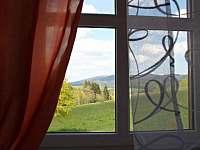 Výhled z okna na louky a lesy chalupy Janovičky - Heřmánkovice - Janovičky