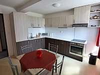 kuchyňská linka u dvoupokojového apartmánu